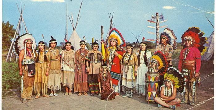 Пронзающий Огонь вместе со своим племенем.